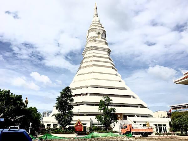 ワットパクナム大仏塔