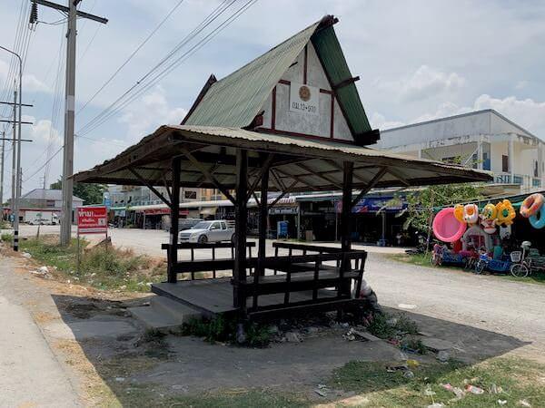 ワットパイロンウアからバンコクへ帰るバス乗り場