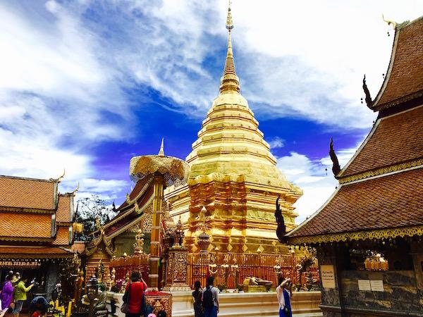 ドイステープ寺院 黄金の仏塔