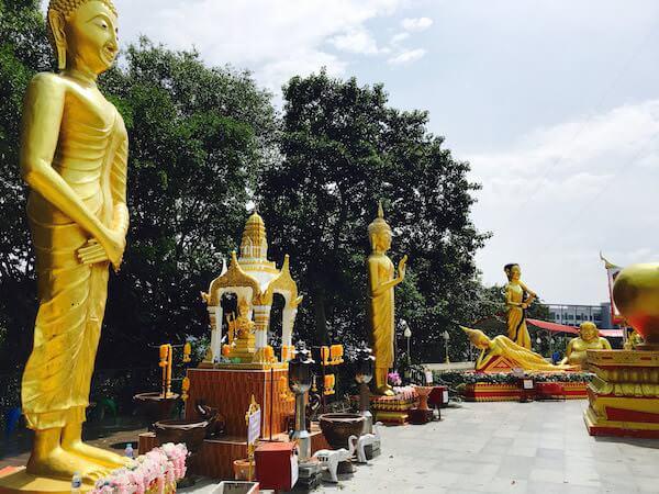 ワットプラヤイの仏像