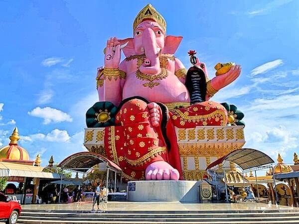 ワットプローンアーカート(Wat Phrong Akat)の巨大ガネーシャ像