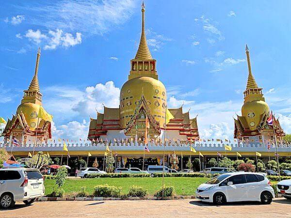 ワットプローンアーカート(Wat Phrong Akat)の本堂
