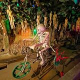 ワットプートウドムの地獄エリアにある骸骨のオブジェ