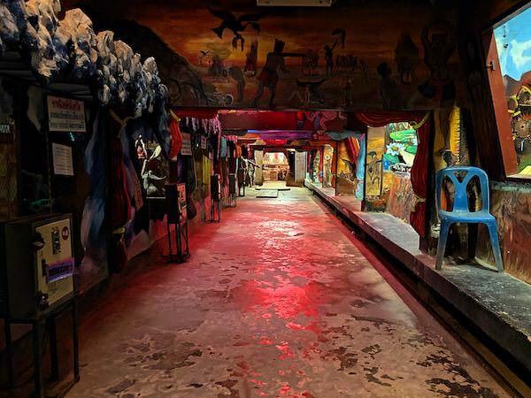 ワットプートウドムの地獄エリア通路