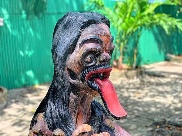 バンセンの地獄寺ワットセーンスックにある女性亡者の像