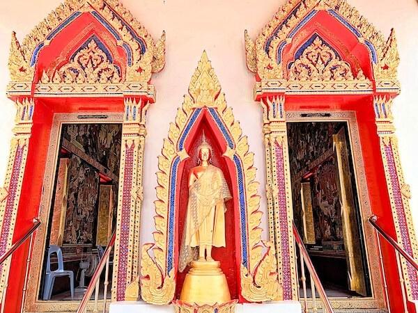 ドラえもん寺の仏堂入り口