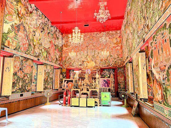 ドラえもん寺の仏堂内