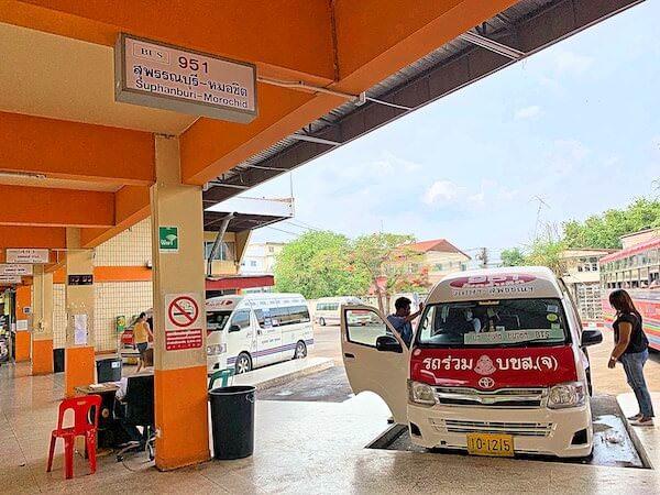 スパンブリーバスターミナルのバンコク行きミニバス乗り場