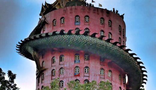 ワットサムプランという巨大な龍が巻きつく塔。ナコンパトムのドラゴンタワー。