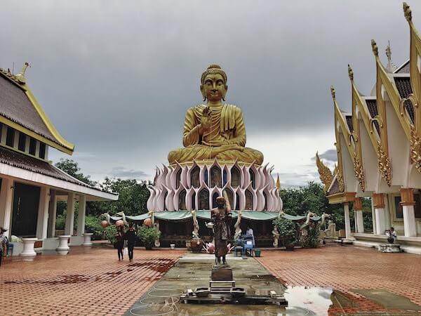ワットサムプランの巨大な仏陀