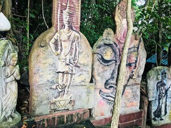 Wat Simalaisongthamの敷地内にある彫刻