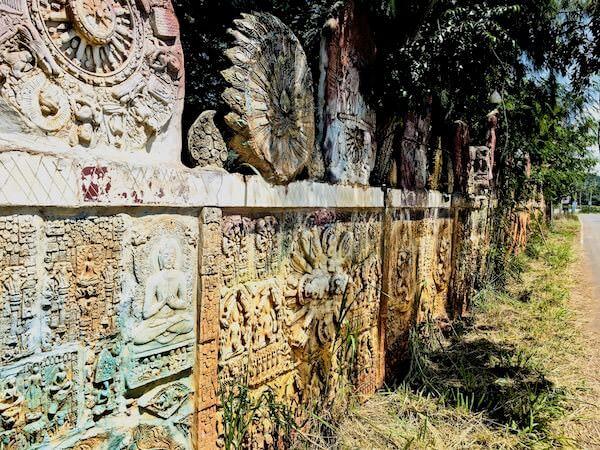 Wat Simalaisongthamの外壁