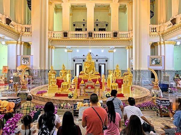 ワット ソートーン ウォラウィハーン(Wat Sothon Wararam Worawihan)の仏堂内