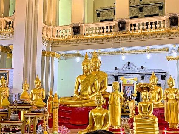 ワット ソートーン ウォラウィハーン(Wat Sothon Wararam Worawihan)の仏堂内にあるロンポープッタソートンの像