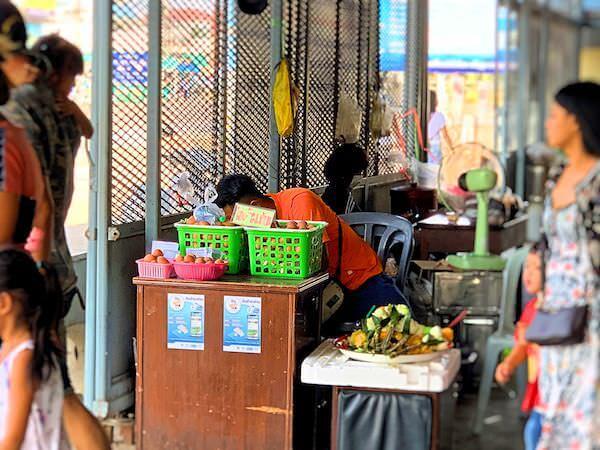ワット ソートーン ウォラウィハーン(Wat Sothon Wararam Worawihan)の敷地内で売られているゆで卵