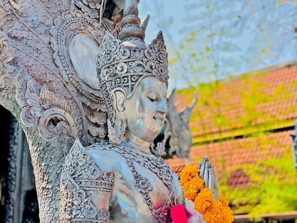 【銀の寺】ワット・シー・スパン(Wat Sri Suphan)の仏陀1