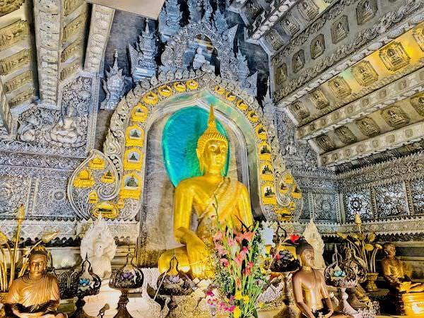 【銀の寺】ワット・シー・スパン(Wat Sri Suphan)の本堂内