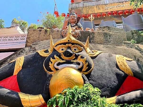 ワット・カオタオの仏像2