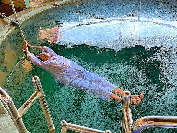 ワットタム・マンコントーン(Wat Tham Mangkon Thong)でのメーチーによる水中修行