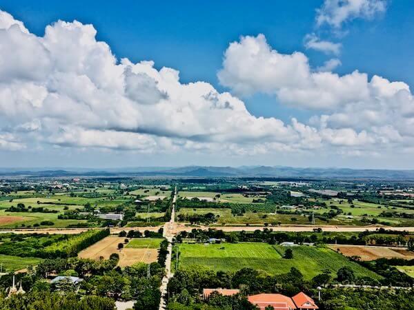ワット テープ ピタック プンナーラーム(Wat Thep Phithak Punnaram)の頂上から見える景色