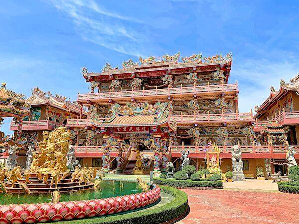 バンセンの中華寺院(Wihan Thep Sathit Phra Ki Ti Chaloem)の外観