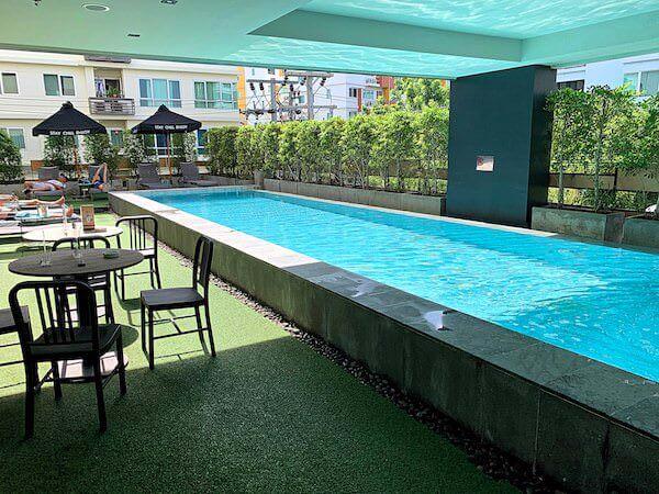 X2 バイブ バンコク スクンビット(X2 Vibe Bangkok Sukhumvit)のプール