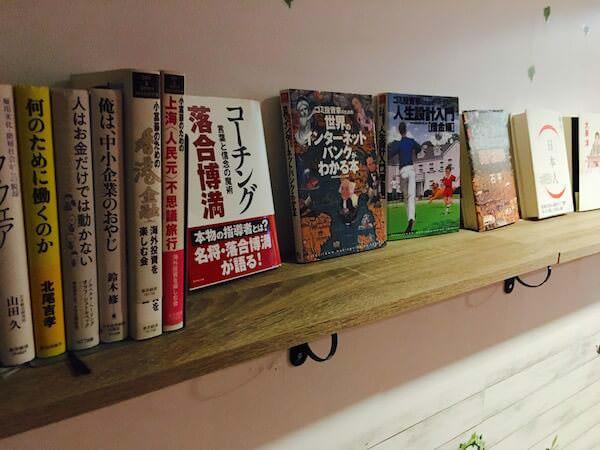 ヤドヤ(Yadoya @ thonglor)に置いてあった日本語書籍
