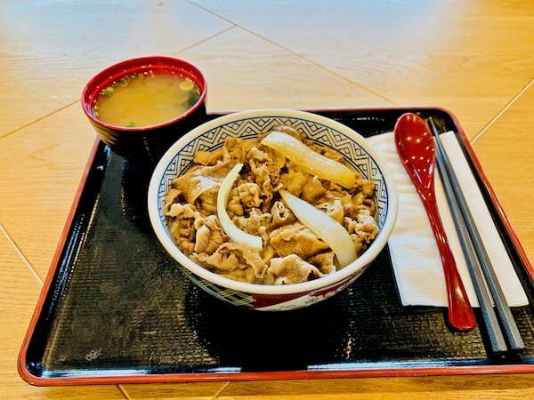 プノンペン国際空港の吉野家で食べた牛丼